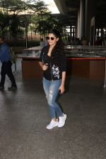 Saiyami Kher Spotted At Airport on 20th Nov 2017 (8)_5a15226020356.JPG