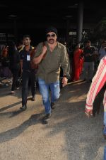 Sunny Deol Spotted At Airport on 21st Nov 2017 (10)_5a15229bd9b12.JPG