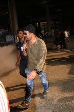 Sunny Deol Spotted At Airport on 21st Nov 2017 (3)_5a15229115ead.JPG