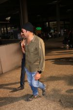 Sunny Deol Spotted At Airport on 21st Nov 2017 (4)_5a1522928c5ac.JPG