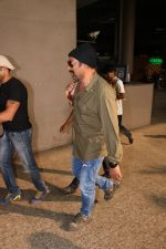 Sunny Deol Spotted At Airport on 21st Nov 2017 (5)_5a152293c4ef8.JPG