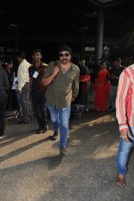 Sunny Deol Spotted At Airport on 21st Nov 2017 (7)_5a1522966dcb5.JPG