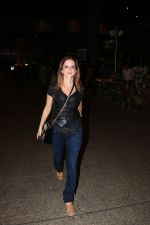 Suzanne Khan Spotted At Airport on 21st Nov 2017 (10)_5a1522b23985f.JPG