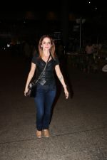 Suzanne Khan Spotted At Airport on 21st Nov 2017 (11)_5a1522b36d58d.JPG