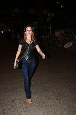 Suzanne Khan Spotted At Airport on 21st Nov 2017 (12)_5a1522b490786.JPG