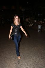 Suzanne Khan Spotted At Airport on 21st Nov 2017 (13)_5a1522b5cc5a4.JPG