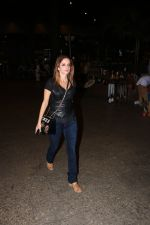 Suzanne Khan Spotted At Airport on 21st Nov 2017 (14)_5a1522b72d998.JPG