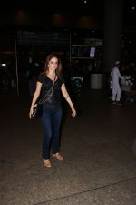 Suzanne Khan Spotted At Airport on 21st Nov 2017 (2)_5a1522a872aeb.JPG
