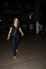 Suzanne Khan Spotted At Airport on 21st Nov 2017 (3)_5a1522a9a929b.JPG