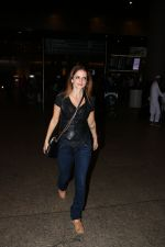 Suzanne Khan Spotted At Airport on 21st Nov 2017 (5)_5a1522ac03d61.JPG