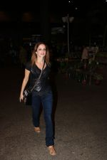 Suzanne Khan Spotted At Airport on 21st Nov 2017 (9)_5a1522b0d327f.JPG