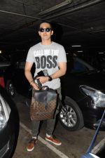 Yashvardan Ahuja Spotted At Airport on 22nd Nov 2017 (1)_5a153546c143a.JPG