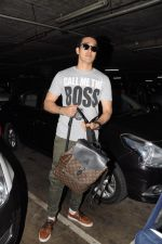 Yashvardan Ahuja Spotted At Airport on 22nd Nov 2017 (2)_5a153547bc4e4.JPG
