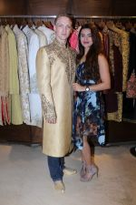 Aashka Goradia, Brent Goble at the Designer Duo Pawan & Pranav designs Wedding Outfit for Brent Goble on 22nd Nov 2017 (10)_5a1653893b07f.JPG