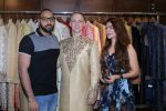 Aashka Goradia, Brent Goble at the Designer Duo Pawan & Pranav designs Wedding Outfit for Brent Goble on 22nd Nov 2017 (12)_5a165389d1d4f.JPG