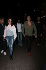 Arbaaz Khan, Sunny Leone Spotted At Airport on 23rd Nov 2017 (6)_5a16619c8de0f.JPG