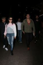 Arbaaz Khan, Sunny Leone Spotted At Airport on 23rd Nov 2017 (7)_5a16619d2564a.JPG