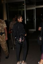 Isha Koppikar Spotted At Airport on 22nd Nov 2017 (2)_5a164add4c3ed.JPG