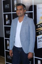 Neeraj Ghaywan at Royal Stag Barrel Select Host Special Screening Of Film Juice on 22nd Nov 2017 (50)_5a16467285b52.JPG