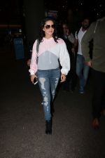 Sunny Leone Spotted At Airport on 23rd Nov 2017 (15)_5a16619e64a18.JPG