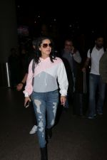 Sunny Leone Spotted At Airport on 23rd Nov 2017 (16)_5a16619f114a6.JPG