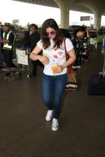 Zareen Khan Spotted At Airport on 22nd Nov 2017 (12)_5a164b3bb1581.JPG