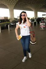 Zareen Khan Spotted At Airport on 22nd Nov 2017 (14)_5a164b3e2e4ae.JPG