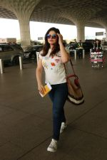 Zareen Khan Spotted At Airport on 22nd Nov 2017 (15)_5a164b3f88a3c.JPG
