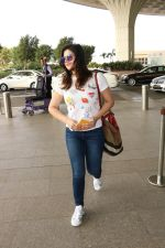 Zareen Khan Spotted At Airport on 22nd Nov 2017 (16)_5a164b40db73f.JPG