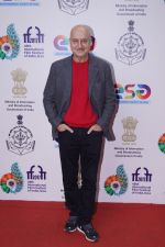 Anupam Kher At Red Carpet For Film CHUTNEY At IFFI 2017 on 25th Nov 2017 (1)_5a197e837e2c4.JPG