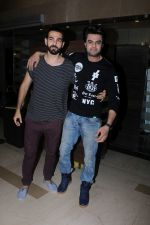 Manish Paul, Sunil Grover at the Special Screening Of Film Julie 2 on 24th Nov 2017 (32)_5a1910aa3f9ab.JPG