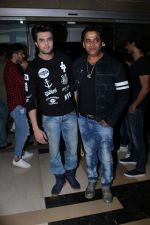 Ravi Kishan, Manish Paul at the Special Screening Of Film Julie 2 on 24th Nov 2017 (40)_5a191138da13f.JPG