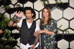 Bipasha Basu at Karan Singh Grover Live Performing Gig in Arth Bandra on 25th Nov 2017 (1)_5a1bad081e04e.JPG