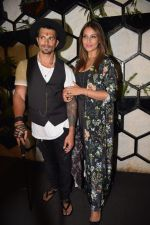 Bipasha Basu at Karan Singh Grover Live Performing Gig in Arth Bandra on 25th Nov 2017 (15)_5a1bad0e26f6f.JPG