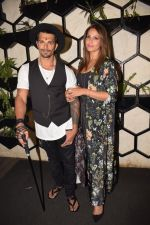Bipasha Basu at Karan Singh Grover Live Performing Gig in Arth Bandra on 25th Nov 2017 (19)_5a1bad0f48993.JPG