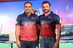 Sohail Khan, Virender Sehwag at the Launch Of Maratha Arabians Team Jersey & Set For A Fresh Battle Ground In Arabian Land on 30th Nov 2017 (1)_5a201185ea764.JPG