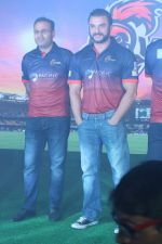 Sohail Khan, Virender Sehwag at the Launch Of Maratha Arabians Team Jersey & Set For A Fresh Battle Ground In Arabian Land on 30th Nov 2017 (12)_5a2011c1e1026.JPG