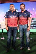 Sohail Khan, Virender Sehwag at the Launch Of Maratha Arabians Team Jersey & Set For A Fresh Battle Ground In Arabian Land on 30th Nov 2017 (58)_5a201193ec99d.JPG