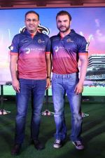 Sohail Khan, Virender Sehwag at the Launch Of Maratha Arabians Team Jersey & Set For A Fresh Battle Ground In Arabian Land on 30th Nov 2017 (60)_5a201194c8d46.JPG