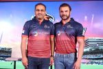 Sohail Khan, Virender Sehwag at the Launch Of Maratha Arabians Team Jersey & Set For A Fresh Battle Ground In Arabian Land on 30th Nov 2017 (61)_5a2011d2316ca.JPG