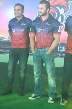 Sohail Khan, Virender Sehwag at the Launch Of Maratha Arabians Team Jersey & Set For A Fresh Battle Ground In Arabian Land on 30th Nov 2017 (7)_5a2011bf8443f.JPG