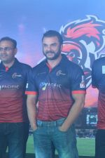 Sohail Khan, Virender Sehwag at the Launch Of Maratha Arabians Team Jersey & Set For A Fresh Battle Ground In Arabian Land on 30th Nov 2017 (9)_5a201188899de.JPG
