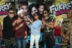 Pulkit Samrat, Richa Chadda, Manjot Singh, Varun Sharma at Fukrey Returns Cast Visit Andheri Metro Station on 30th Nov 2017 (12)_5a215f89a0ec4.JPG
