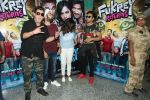 Pulkit Samrat, Richa Chadda, Manjot Singh, Varun Sharma at Fukrey Returns Cast Visit Andheri Metro Station on 30th Nov 2017 (2)_5a215f8797d4a.JPG