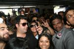 Pulkit Samrat, Richa Chadda, Manjot Singh, Varun Sharma at Fukrey Returns Cast Visit Andheri Metro Station on 30th Nov 2017 (34)_5a215f8e16774.JPG