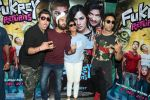 Pulkit Samrat, Richa Chadda, Manjot Singh, Varun Sharma at Fukrey Returns Cast Visit Andheri Metro Station on 30th Nov 2017 (6)_5a215f88825a9.JPG