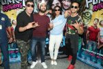 Pulkit Samrat, Richa Chadda, Manjot Singh, Varun Sharma at Fukrey Returns Cast Visit Andheri Metro Station on 30th Nov 2017 (8)_5a215f89175ae.JPG