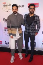 Aparshakti Khurrana , Ayushmann Khurrana at the Red Carpet Of Filmfare Glamour & Style Awards on 1st Dec 2017 (172)_5a22474f33e9e.JPG