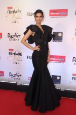 Diana Penty at the Red Carpet Of Filmfare Glamour & Style Awards on 1st Dec 2017