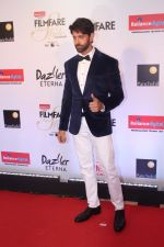 Hrithik Roshan at the Red Carpet Of Filmfare Glamour & Style Awards on 1st Dec 2017 (250)_5a22461517e0e.JPG
